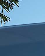 写真)リヤウインドに貼ったフィルムの色合い