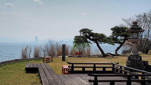 唐崎の松のびわ湖側に作られていた舞台から大津港方面を望む