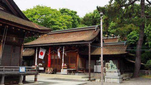長濱八幡宮の本殿 ボケ封じの宮は、本殿の右側に。