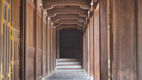 神楽殿をとりまく回廊