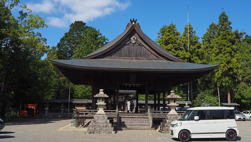 水口神社の拝殿 その前は、頑張って走ってくれたスペーシアカスタムが。