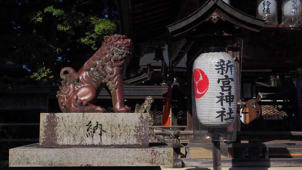新宮神社に設置されていた信楽焼の狛犬