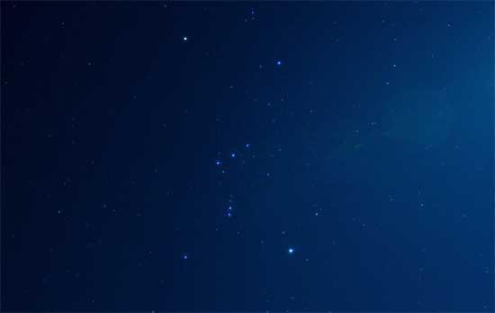 オリオン座(右上の明るいのがベテルギウス)