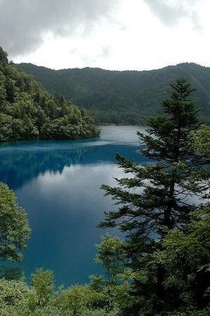 志賀高原 コバルトブルーに輝く大沼池