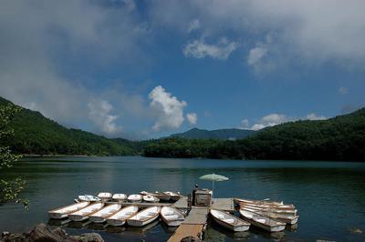 志賀高原 琵琶池のボート乗り場
