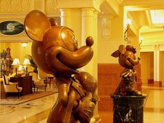 東京ディズニーランドホテルのカップル